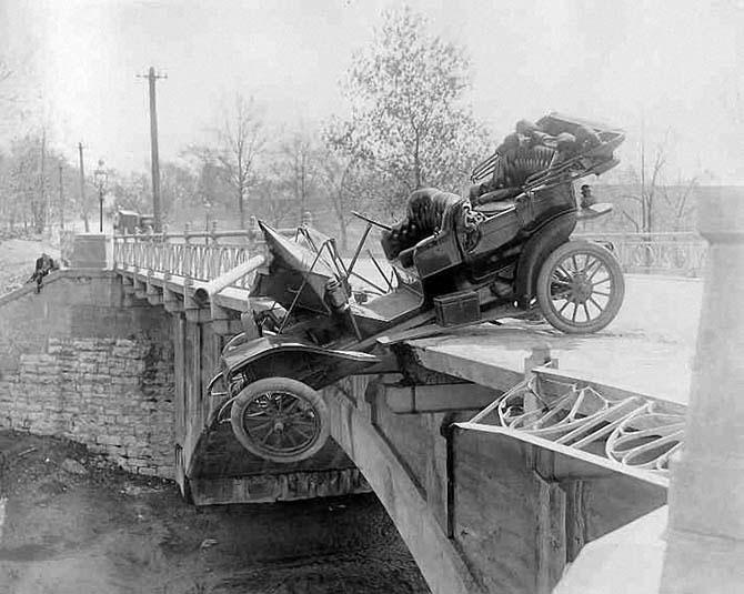 Интересные снимки автомобильных аварий начала двадцатого века