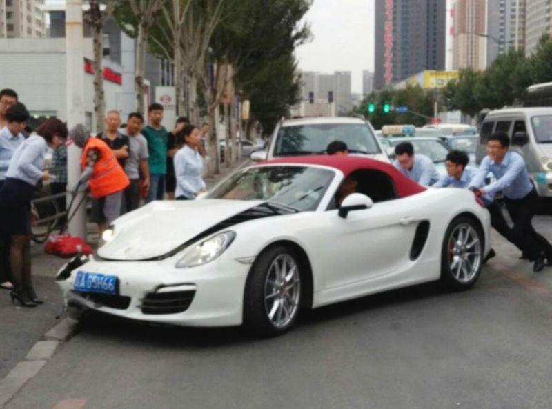 Самая короткая жизнь Porsche Boxster в Китае: считанные секунды от покупки до ДТП