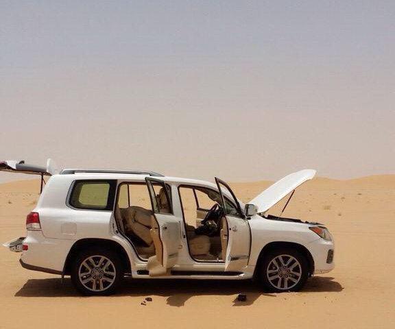 Собираясь в пустыню на Lexus LX 570, не забывайте про технику безопасности!