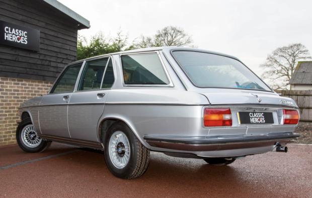 Есть шанс купить один из дюжины универсалов BMW 3.0Si Touring