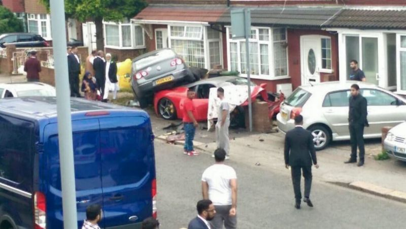 Аварию с Ferrari на свадьбу заказывали?