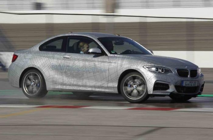 Прототип BMW M235i: первый в мире дрифт на автопилоте на гоночной трассе