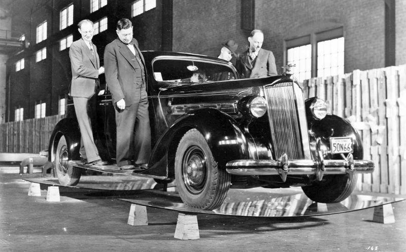 Packard sedan с пятью мужиками всего на двух листах закаленного стекла Herculite
