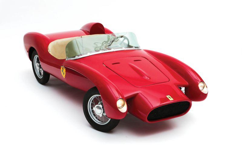 На аукцион выставят целый набор моделей для детей, за которые можно и убить