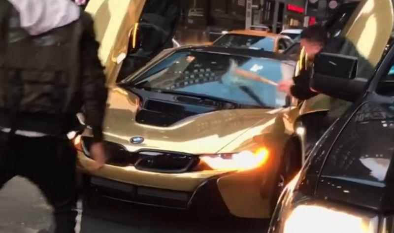 Коби Першин, BMW i8 и чувак с битой