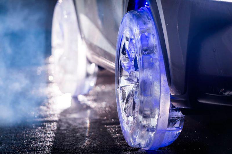 Прохладный Lexus, да на ледяных колесах