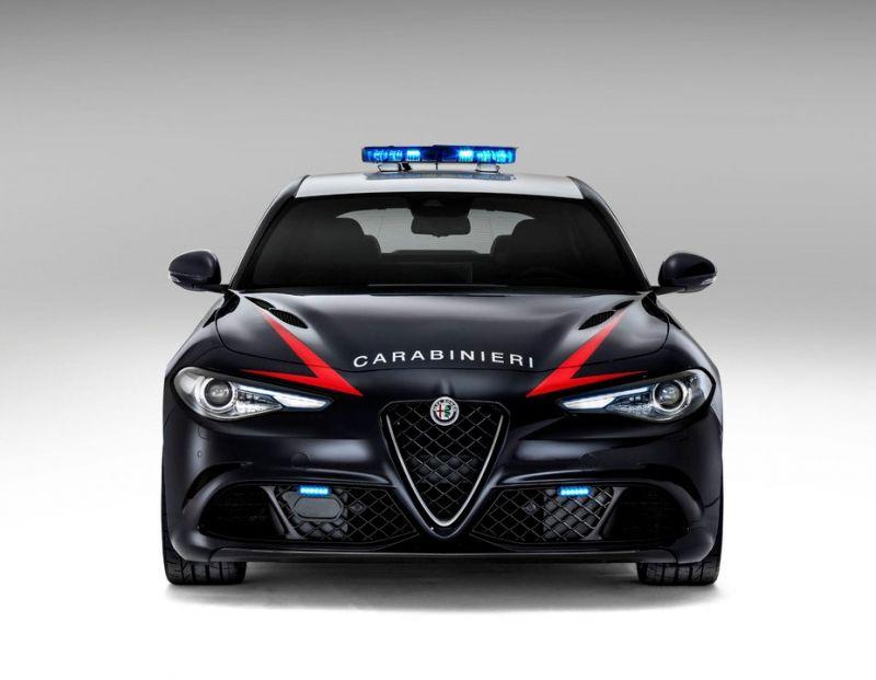 Alfa Romeo Giulia Carabinieri: одна в Риме, другая - в Милане