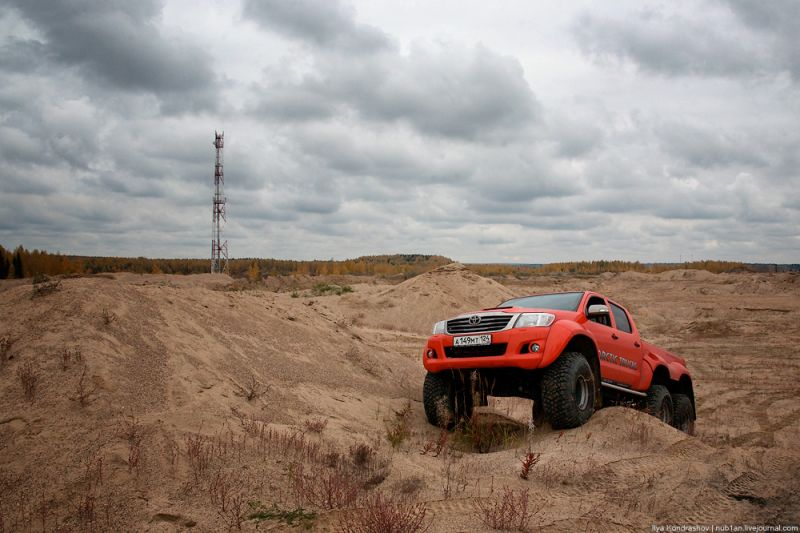 Toyota Hilux AT38 6x6 от Arctic Trucks