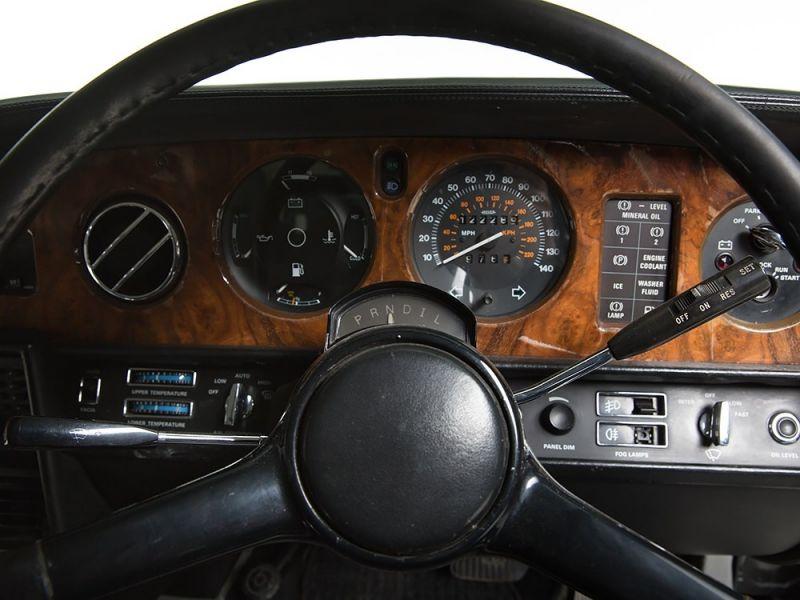 Желающие приобрести универсал Rolls-Royce 1983 года, налетайте!
