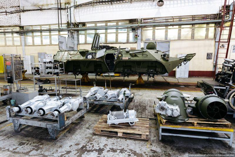 Интересные фотографии с Арзамасского машиностроительного завода, где собирают БТР-80