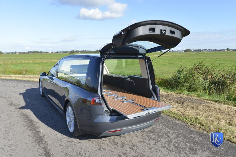 Катафалк Tesla model S от фирмы RemetzCar - наконец-то!