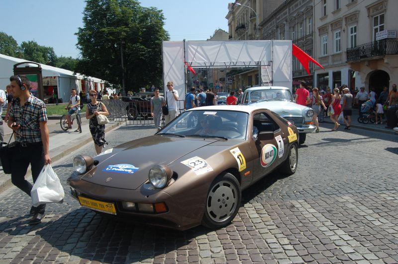 Фотки с Leopolis Grand Prix - самого большого фестиваля ретро-автомобилей Украины