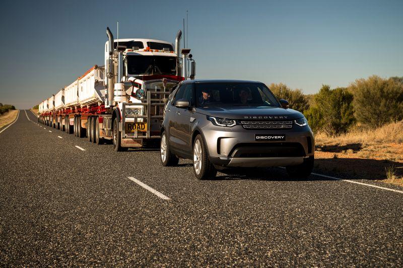 Land Rover Discovery смог потянуть 121-тонный автопоезд и не пернуть