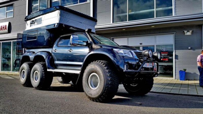 Toyota Hilux AT38 6x6 от Arctic Trucks теперь в домике
