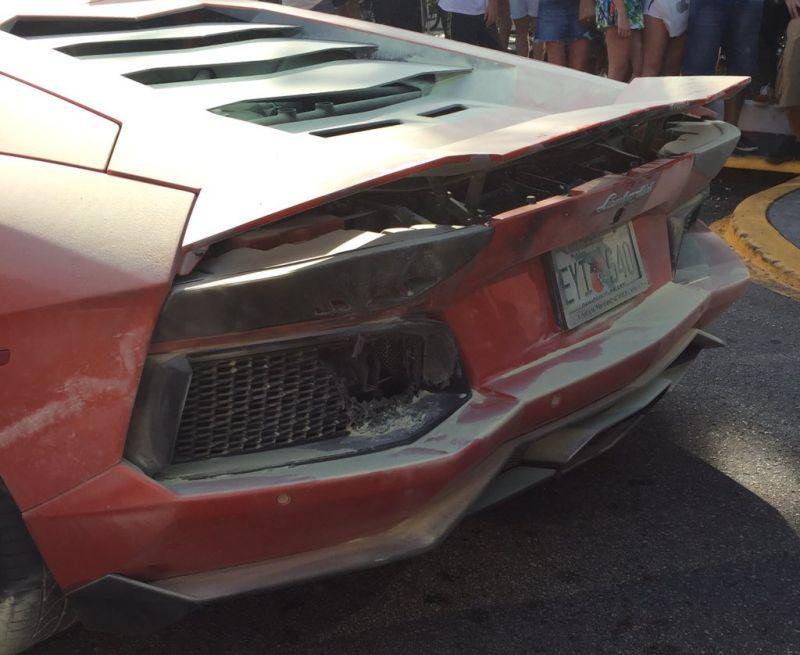 Парковщик довел Lamborghini Aventador до возгорания
