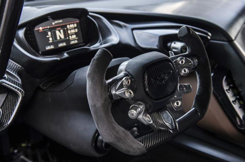 Счастливые владельцы Aston Martin Vulcan теперь смогут выезжать на дорогу