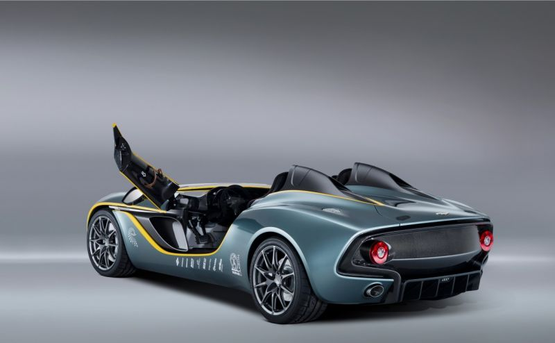 Aston Martin CC100 Speedster Concept дебютировал на трассе в Нюрбургринге