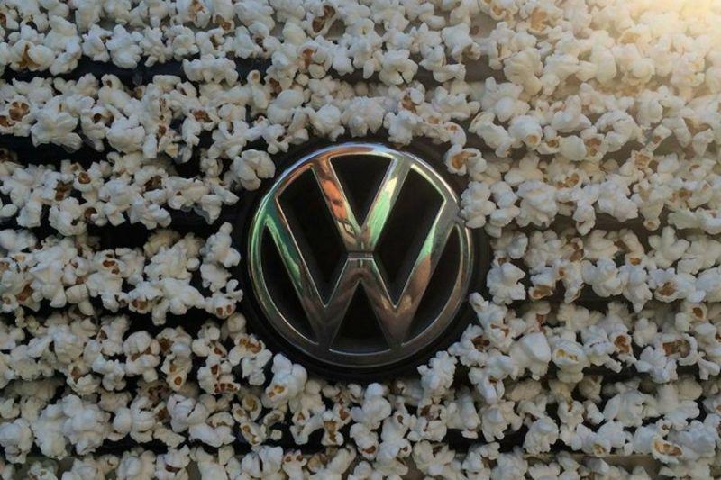 Арт-объект: Volkswagen Golf 1983 года, весь в попкорне