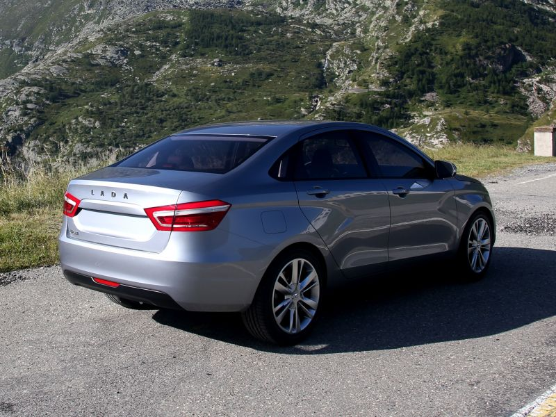 Через месяц начнется выпуск Lada Vesta