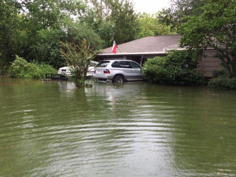 Как американцы BMW от воды и огня спасали