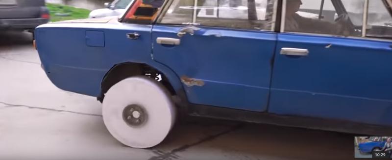 Очередной прикол от мужиков из Garage 54: бумажное колесо